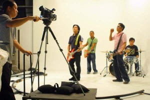 "Ruel Antipuesto shooting Missing Filemon's ""Sinesine"" music video"